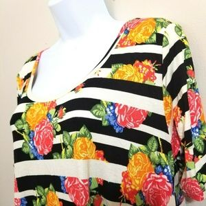 LuLaRoe Floral Perfect T Size Small N28E